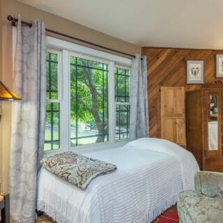 My Roundette has a single bed - The Cove at Fairview Vacation Rentals - Asheville NC