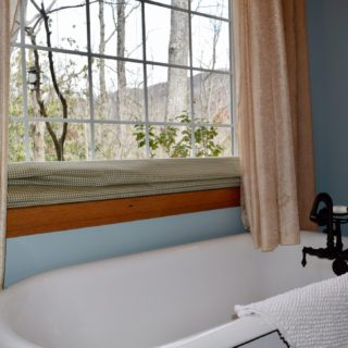 My Place features a clawfoot tub - The Cove at Fairview - Vacation Rentals- Asheville, North Carolina